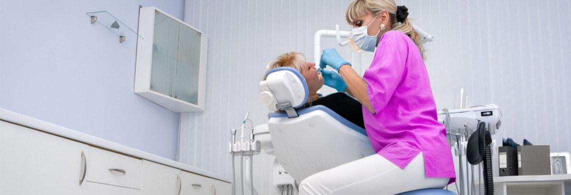 Kleurijke tandartsbenodigdheden